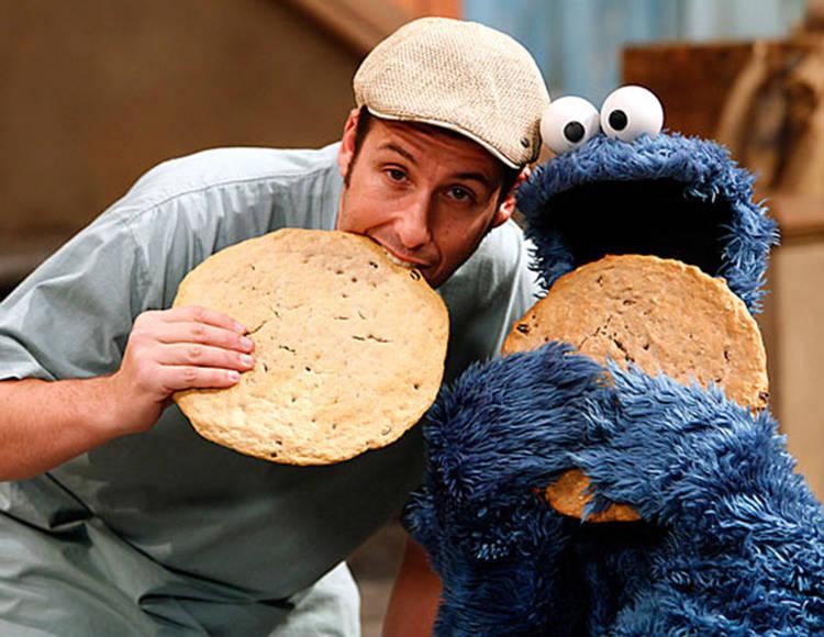 Adam Sandler y el monstruo de las galletas