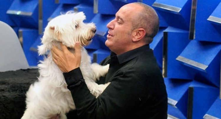 Víctor Sandoval con su adorado perro Nou